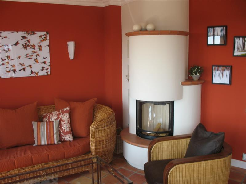 f r den kamin liegt immer ausreichend holz auf der terrasse. Black Bedroom Furniture Sets. Home Design Ideas