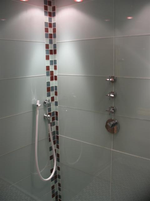 Dornbracht Armaturen Dusche : Riesige Dusche, mit feinsten Dornbracht Armaturen und Rainsky